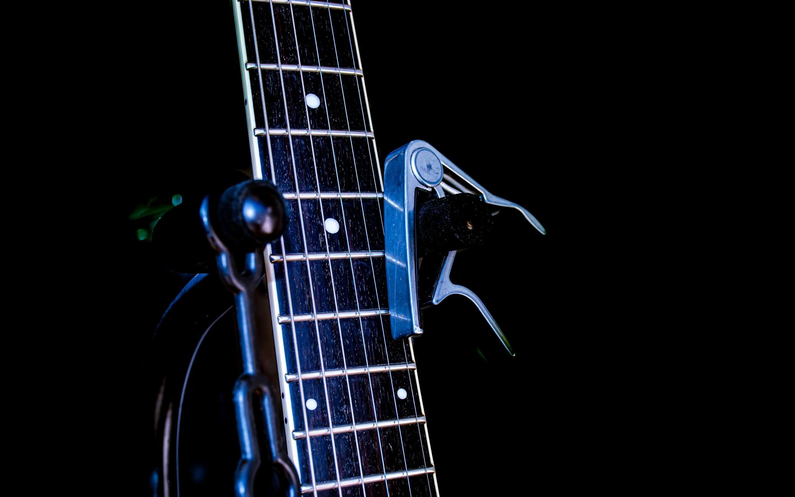 Gitarrenständer mit Griffbrett